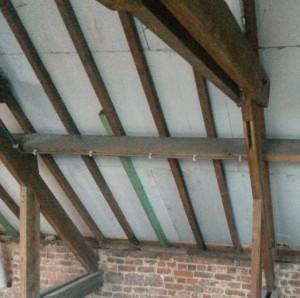Isolation du toit par l'extérieur avec la méthode saking. Panneaux PIR 12mm