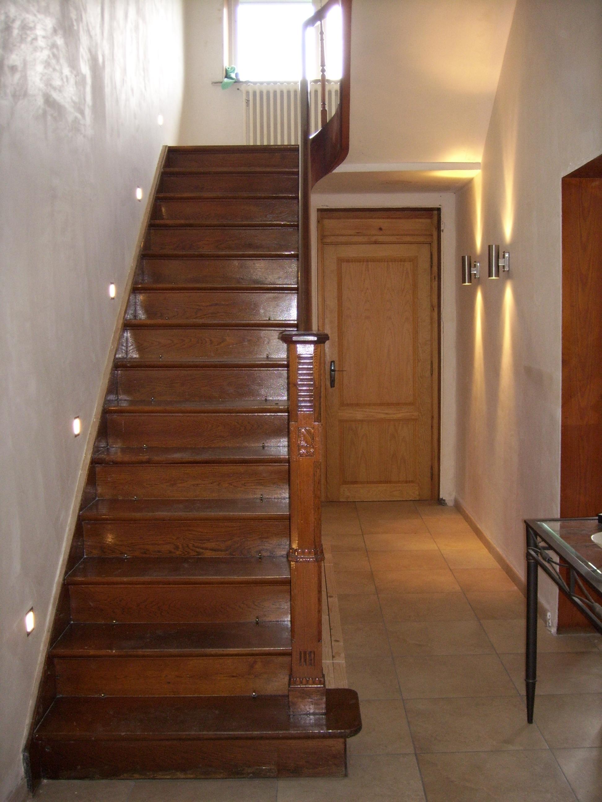 renover son escalier cheap comment recouvrir un escalier en bois affordable renover escalier. Black Bedroom Furniture Sets. Home Design Ideas