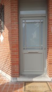prix d'une porte d'entrée en PVC Gris Beton avec et fenêtre sablée