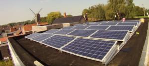 Structure pour l'installation de panneaux solaires sur toit plat